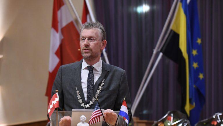 Herbenoeming burgemeester De Boer