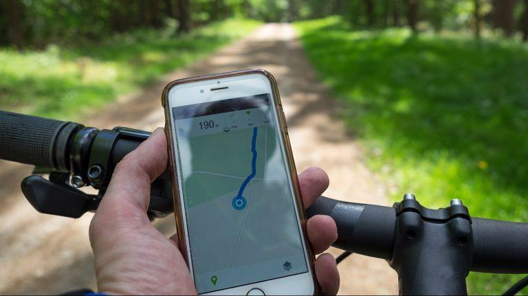 Geen telefoon tijdens het fietsen!